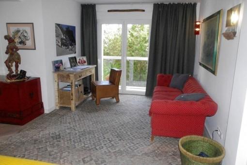 Büro mit Balkon und Klimaanlage