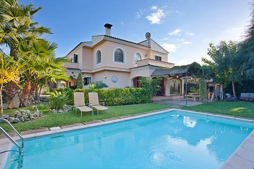 Tolle 4-Schlafzimmer-Villa mit Pool und einem schönen Garten in Sa Cabaneta