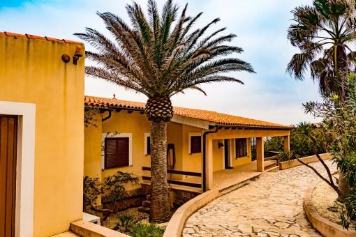 Einfahrt der Villa