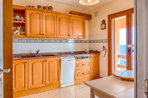 Küche mit direktem Zugang auf die Terrasse