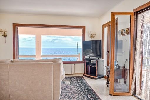 Wohnbereich mit Panoramafenstern