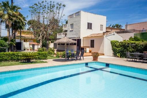 Renovierungsbedürftiges Landhaus mit Pool und Garten am Stadtrand von Palma