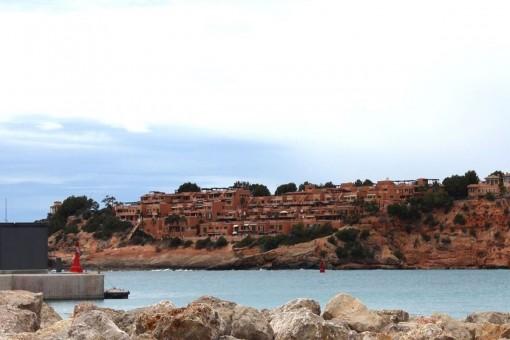 Blick auf Port Adriano