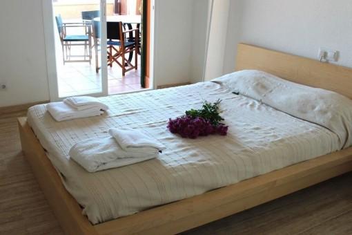 Schlafzimmer mit Dachterrassenzugang