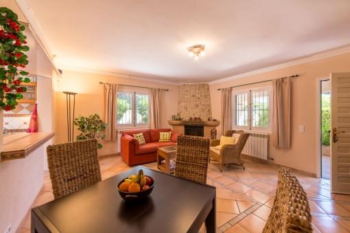 chalet in 2 meereslinie mit viel ausbaupotenzial in cala pi zu kaufen. Black Bedroom Furniture Sets. Home Design Ideas