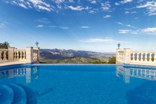 Beeindruckende Villa mit zweifellos einer der besten Aussichten auf Mallorca!