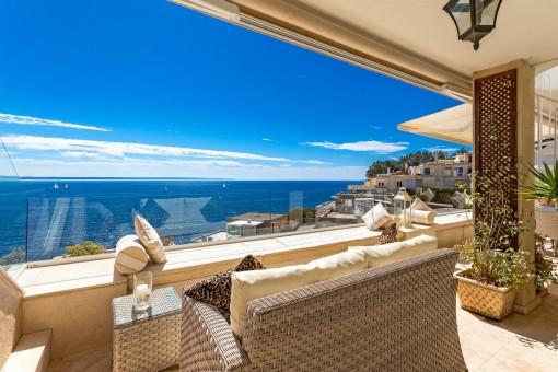 Fantastischer Loungebereich auf dem balkon