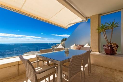 Blick auf das Mittelmeer vom Balkon aus