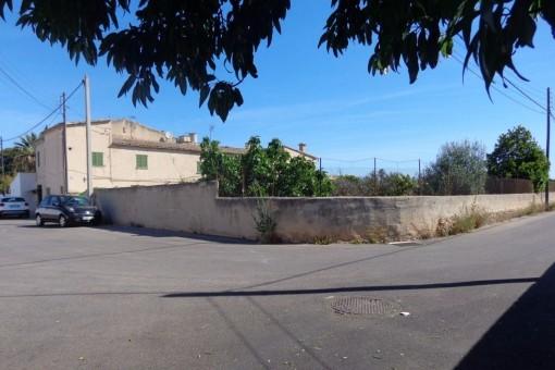 Blick von der Straße auf die Finca