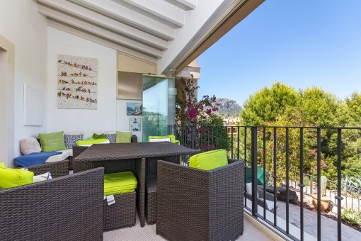 Gemütlicher Loungebereich auf dem Balkon