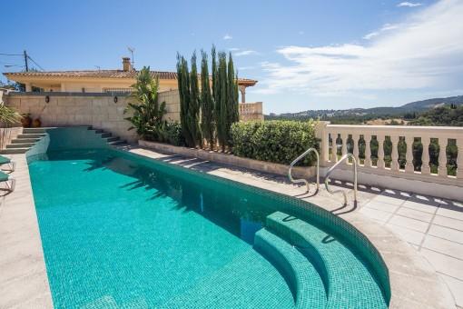 Einmaliger Landschaftsblick vom Poolbereich aus