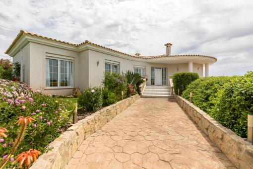 Moderne, großzügige Villa mit Panoramameerblick in Tolleric