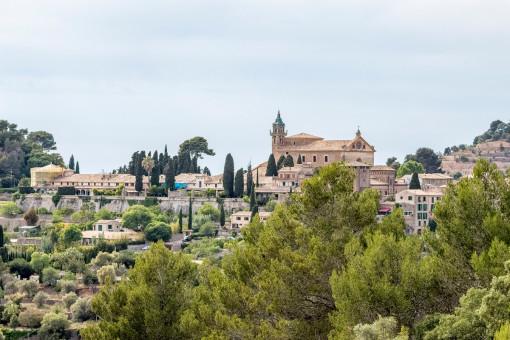 Blick über Valldemossa von der Finca