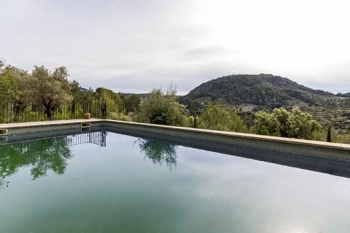 Herrlicher Landschaftsblick vom Pool aus