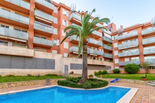Ruhig gelegene Wohnung mit Gemeinschaftspool und Garagenstellplatz in der Nähe vom Paseo Maritimo