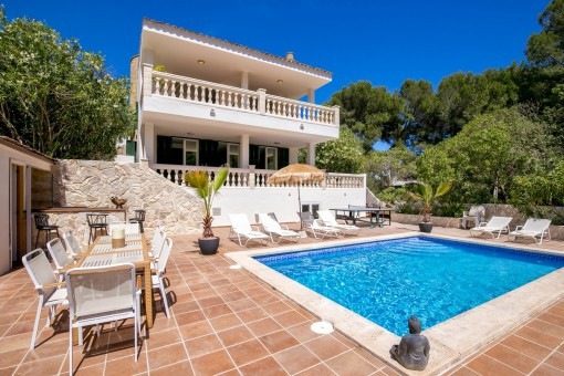 Moderne, geschmackvoll renovierte Villa mit tollem Poolbereich und Ferienvermietlizenz in Font de Sa Cala