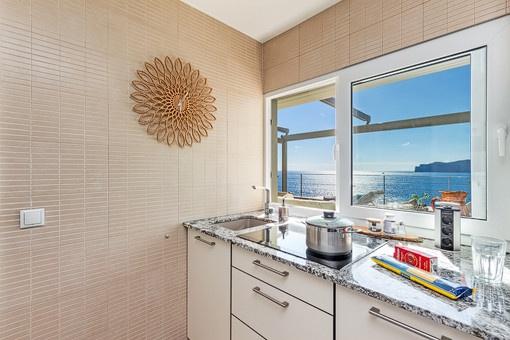 Schöner Meerblick von der Küche aus