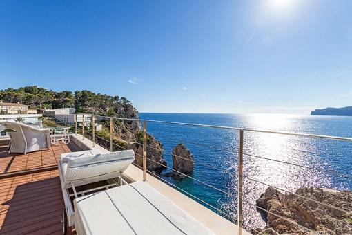 Große Terrasse von 90 qm mit fantastischem Blick auf das Mittelmeer