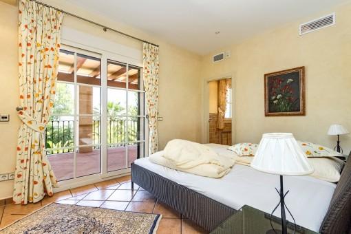 Badezimmer mit Balkon