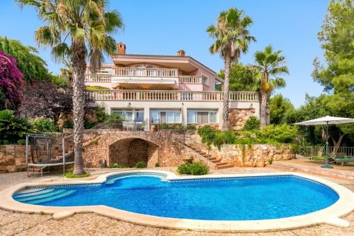 Herrschaftliche Villa mit viel Raum - Blick auf Palma und Meer