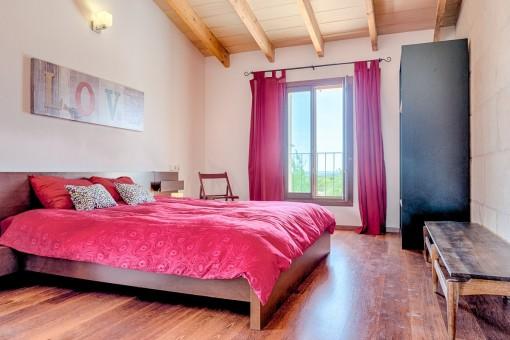 Modernes, gemütliches Schlafzimmer