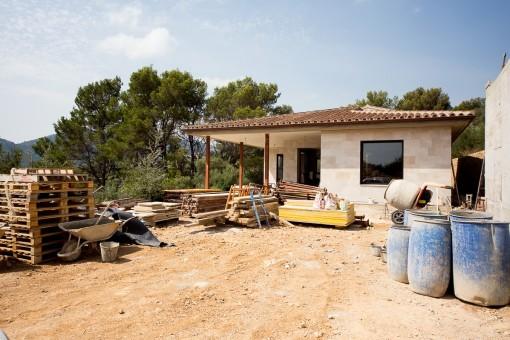 Im Bau befindliche Luxusfinca mit Fertigstellung für 2018 in exponierter Lage und Dorfnähe