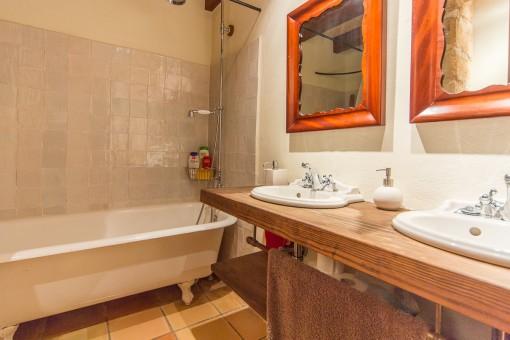 Badezimmer im rustikalen Stil