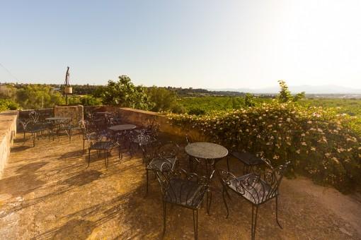 Idyllische Terrasse, perfekt um einen Café zu genießen