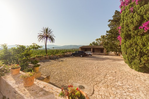Wundervolle, idyllische Terrassenflächen rund um die Finca