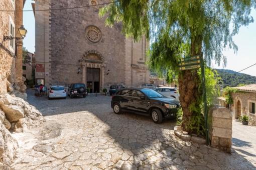 Blick auf die Kirche in Valldemossa