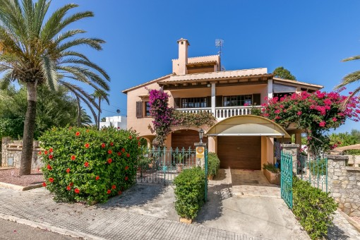 Großes Wohnhaus Nähe Cala Millor mit Meerblick