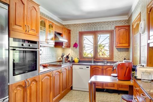 Voll ausgestattete, urige Küche