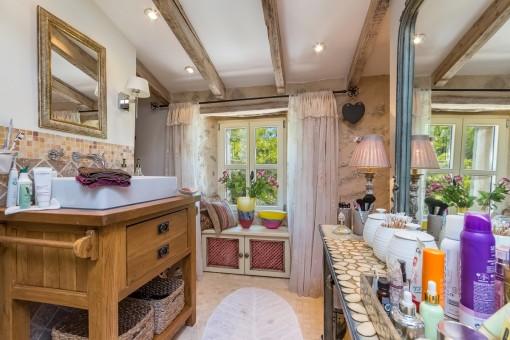 Badezimmer mit vielen kleinen Details