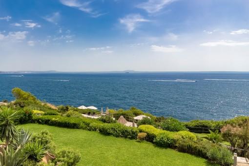 Panoramameerblickwohnung in 1. Meereslinie in perfekter Lage