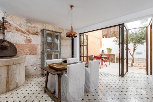 Neurenovierte Wohnung mit Charakter eines  wunderschönen Stadthauses im Herzen von Santanyi
