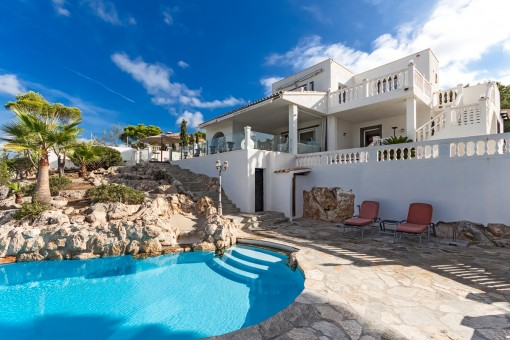 Moderne Villa mit Traum-Meerblick in bester Villengegend in Nova Santa Ponsa