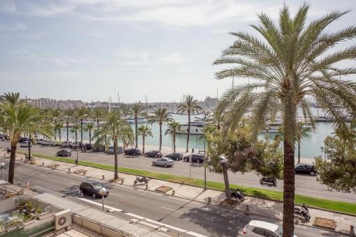 Moderne Wohnung direkt am Meer mit Blick auf den Hafen von Palma