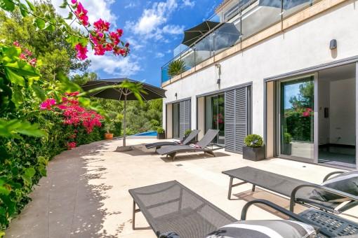 Neuwertige, moderne Villa mit Hafenblick in Puerto de Soller