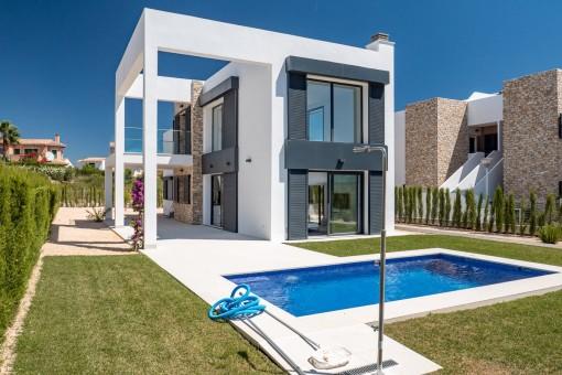Moderne Villa zum Erstbezug in toller Wohnanlage in Cala Murada