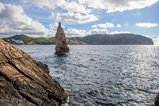 Außergewöhnliches Grundstück in erster Meereslinie mit Zugang zum privaten Kiesstrand in Camp de Mar