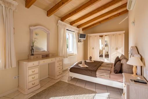 Eines von 3 Schlafzimmern mit Badezimmer en Suite