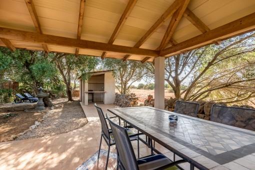 Terrasse mit Außenküche