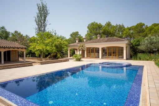 Beeindruckender Swimmingpool