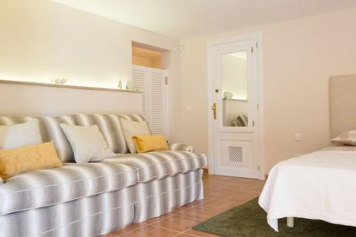 Doppelschlafzimmer mit Sofa