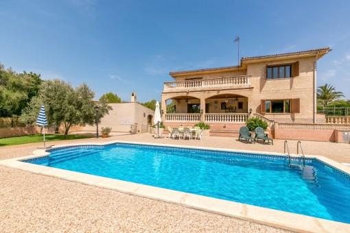Einfamilienhaus mit großem Grundstück und Pool in Portol