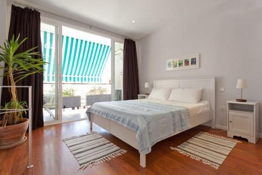 Doppelschlafzimmer mit direktem Zugang auf die Terrasse