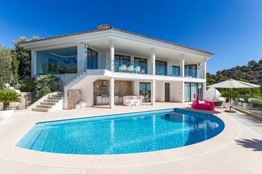 Außenansicht der Luxusvilla