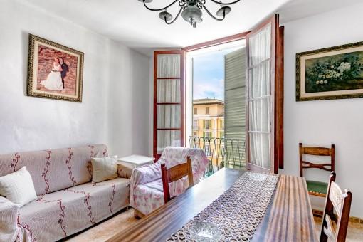 Günstige Wohnung zum renovieren an der Plaza Mayor mit privater Dachterrasse und viel Potential