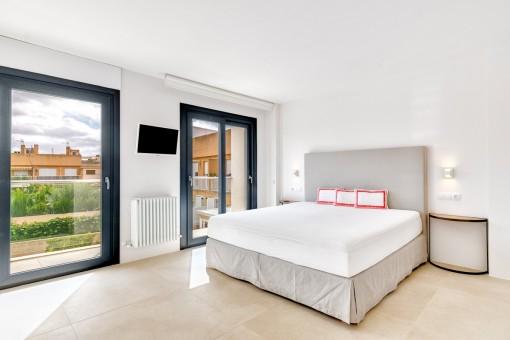 hochmodernes reihenhaus mit eigenem pool in bester lage. Black Bedroom Furniture Sets. Home Design Ideas