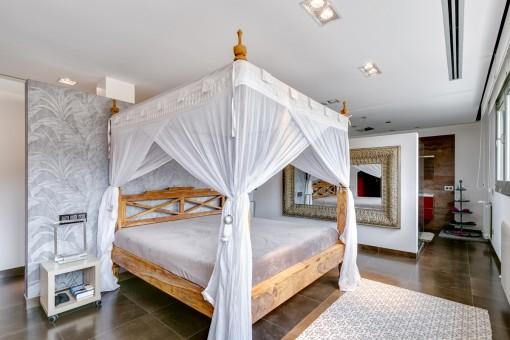 Geräumiges Schlafzimmer mit Badezimmer en Suite